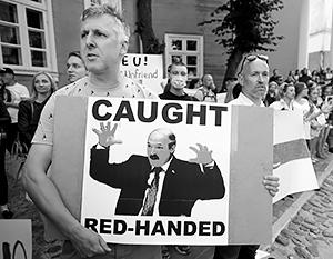 Запад вынужден оттолкнуть от себя Лукашенко