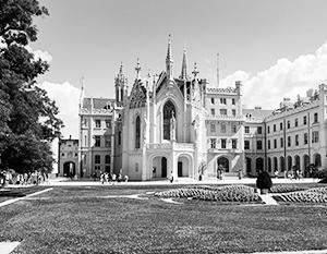 На оспариваемых землях находятся два объекта из списка ЮНЕСКО, включая неоготический замок Леднице