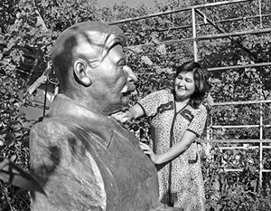 Buste de Staline dans le village de Saylyk