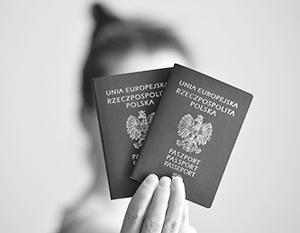 Варшава стремится раздать как можно больше польских паспортов