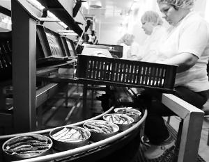 «Завод, многие десятилетия производивший знаменитые на весь мир балтийские шпроты, не устоял перед кризисом и равнодушием чиновников»