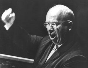 Все фотографии Хрущева с ботинком в руке на трибуне ООН сделаны в фотошопе