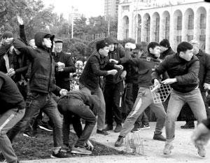В ходе беспорядков в Киргизии пострадали сотни человек