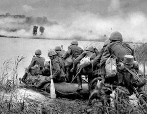 Солдаты словацкой «Быстрой дивизии» форсируют Днепр