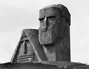 Монумент «Мы – наши горы» стал символом Арцаха, головы долгожителей олицетворяют большую и малую вершины горы Арарат
