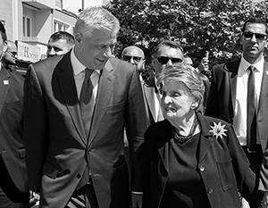 Год назад Тачи радушно принимал старушку Олбрайт у себя в Приштине