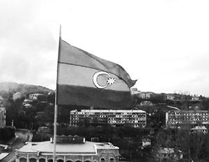 Азербайджанский флаг над городом Шуши