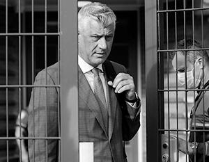 В Сербии этот респектабельный политик в дорогом пиджаке и с благообразной сединой известен по кличке Змей