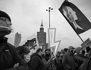 Польская молодежь зачастую не разделяет русофобского настроя властей. Именно она сейчас задает тон в протестующей Варшаве