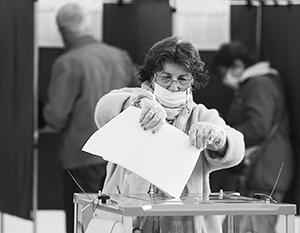 Новые партии делают ставку на молодых людей, которых раньше сложно было заманить на голосование