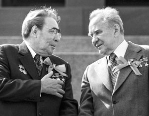 Сталинский выдвиженец Алексей Косыгин (справа) при Брежневе прослыл сторонником рыночной экономики