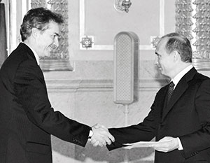 Без пяти минут шеф ЦРУ Бернс когда-то вручал верительные грамоты лично Путину