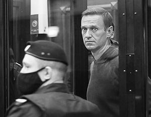 Личная поддержка эмиссаров Запада не смогла придать Навальному уверенности на суде