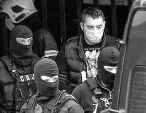 Велько Беливук (более известный как Воля Неволя) во время задержания сербской полицией
