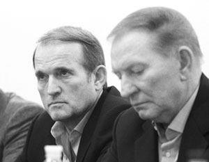 Виктор Медведчук (слева) очень тесно работал с бывшим президентом Украины Леонидом Кучмой