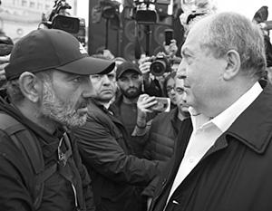 Харизматичный, но теряющий власть Пашинян сейчас оказался слабее тихого дипломата Саркисяна