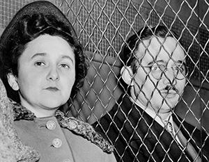 Супруги Розенберг во время суда