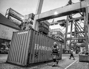 В портовом Гамбурге пограничники пресекли попытку вывоза в Россию «подозрительных» станков