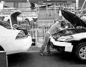 Компании хотели упростить условия для рабочих, объясняя это тем, что они уже потеряли 25 млрд долларов в 2005-2006 годах и ростом конкуренции со стороны иностранных производителей