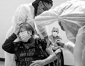 Население Запада не менее скептично к вакцинации, чем в России