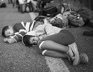 Сотни тысяч мигрантов из Латинской Америки всеми правдами и неправдами пытаются пробиться в США