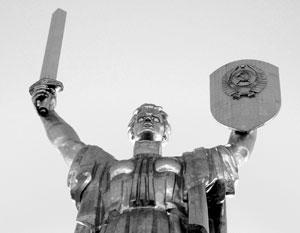 Герб СССР на «Родине-матери» давно раздражает киевских политиков