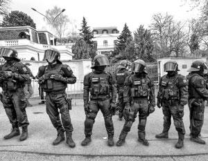 Чехия пригрозила сделать российское посольство в Праге вообще безлюдным зданием