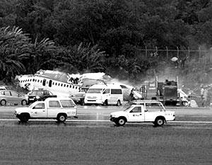 Самолет потерял равновесие и разбился при заходе на посадку