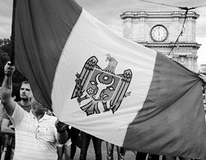 Молдавский флаг очень похож на румынский, как и молдавский язык – на язык соседей