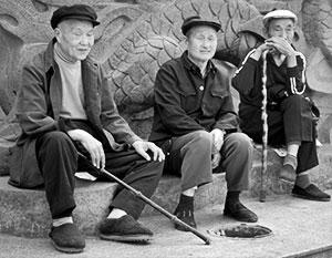 Стариков в Китае становится все больше