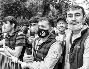 Чтобы продолжать трудиться и жить в России, мигранты должны быть чисты перед законом