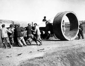 Строительство Магнитогорского металлургического комбината. Рабочими были русские, ведущими инженерами – американцы