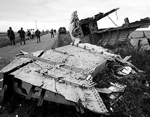 Обломки сбитого «Боинга» на месте катастрофы