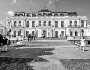 Посольство России в Праге избавили от требования передать городу полгектара своей земли