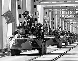 Советские войска уходили из Афганистана с развернутыми знаменами