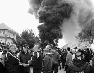 На улицах Цетине появились баррикады из горящих покрышек