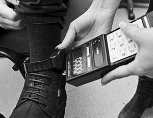 В США и Европе для контроля вышедших из-за решетки преступников применяют цифровые браслеты