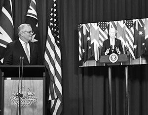 Австралийский премьер Скотт Моррисон внимает президенту США