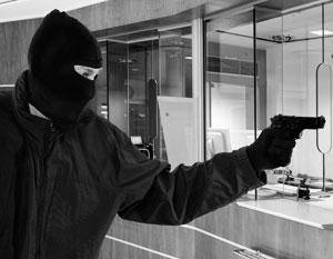Неизвестные в масках и с оружием ограбили банк в Петербурге