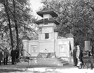 Памятник, посвященный 80-летней годовщине «освобождения» Бессарабии и Северной Буковины