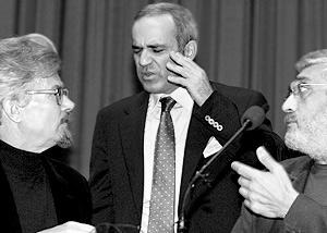 Гарри Каспаров и Эдуард Лимонов перед началом съезда партии  «Другой России»