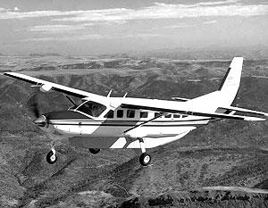 На борту Cessna 208 Grand Caravan, по неподтвержденным данным, находился пилот и 9 парашютистов-скайдайверов из местного аэроклуба