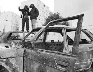 Беспорядки,  начавшиеся в парижском регионе Иль-де-Франс, постепенно приобретают общенациональный размах