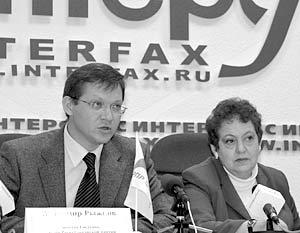 Сопредседатель РПР Владимир Рыжков и лидер ЕНПСМ Валентина Мельникова во время совместной пресс-конференции