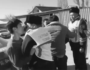 По всей видимости, к большому числу жертв привела медлительность казахской полиции