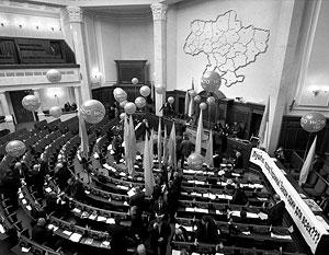 Депутаты изобретают всё новые методы блокады парламента, в ход уже пошли монетки и воздушные шарики