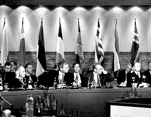 НАТО выражает готовность продолжить диалог с Москвой по всем вызывающим обеспокоенность вопросам
