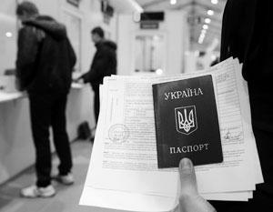 Украинскому паспорту все сложнее конкурировать с паспортами соседних стран