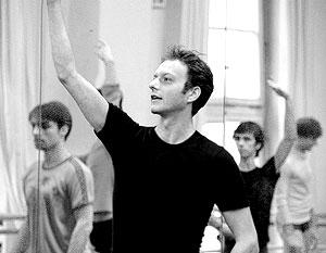 Андрей Клемм ежедневно дает классы артистам балета в Grand Opera de Paris