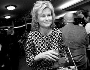 Споры о заимствованиях в произведениях одной из самых популярных писательниц издательства «Эксмо» начались 20 мая 2008 года